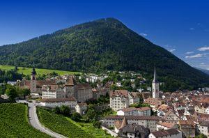 Blick auf die Hauptstadt des schweizerischen Kantons Graubünden