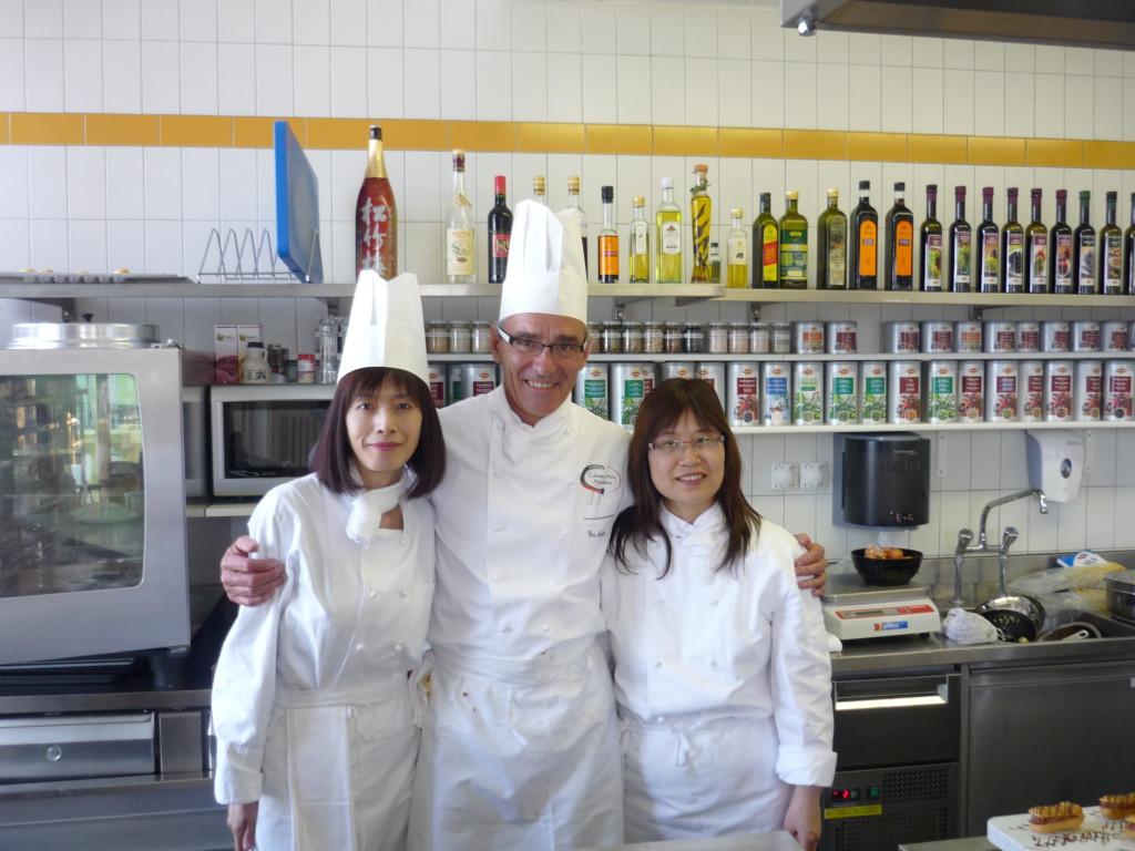 2011年-林肯企管Michelle-Jennifer在凱-撒-里茲飯店大學學習廚藝-1-1024x768
