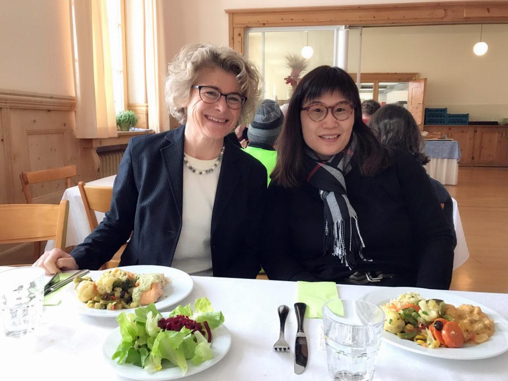 2018 02 瑞士阿爾卑斯高原中學參訪時與校長合影