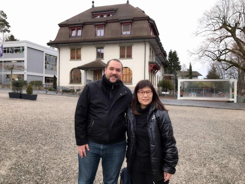 2018 年2月林肯Michelle 參訪瑞士諾維爾住宿中學入學部主任合影2