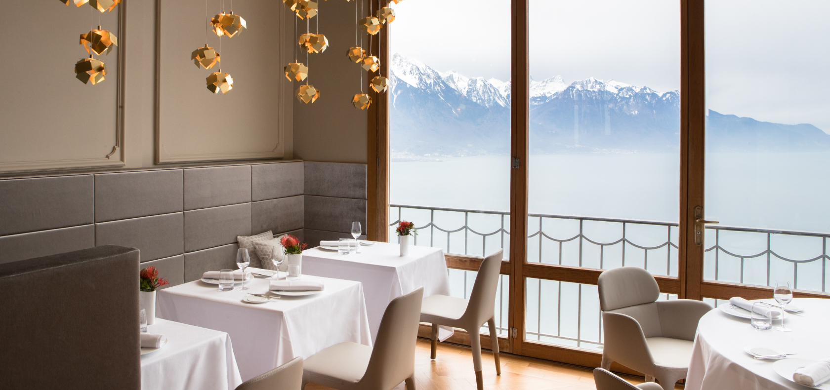 Glion-Bellevue-restaurant-with-view
